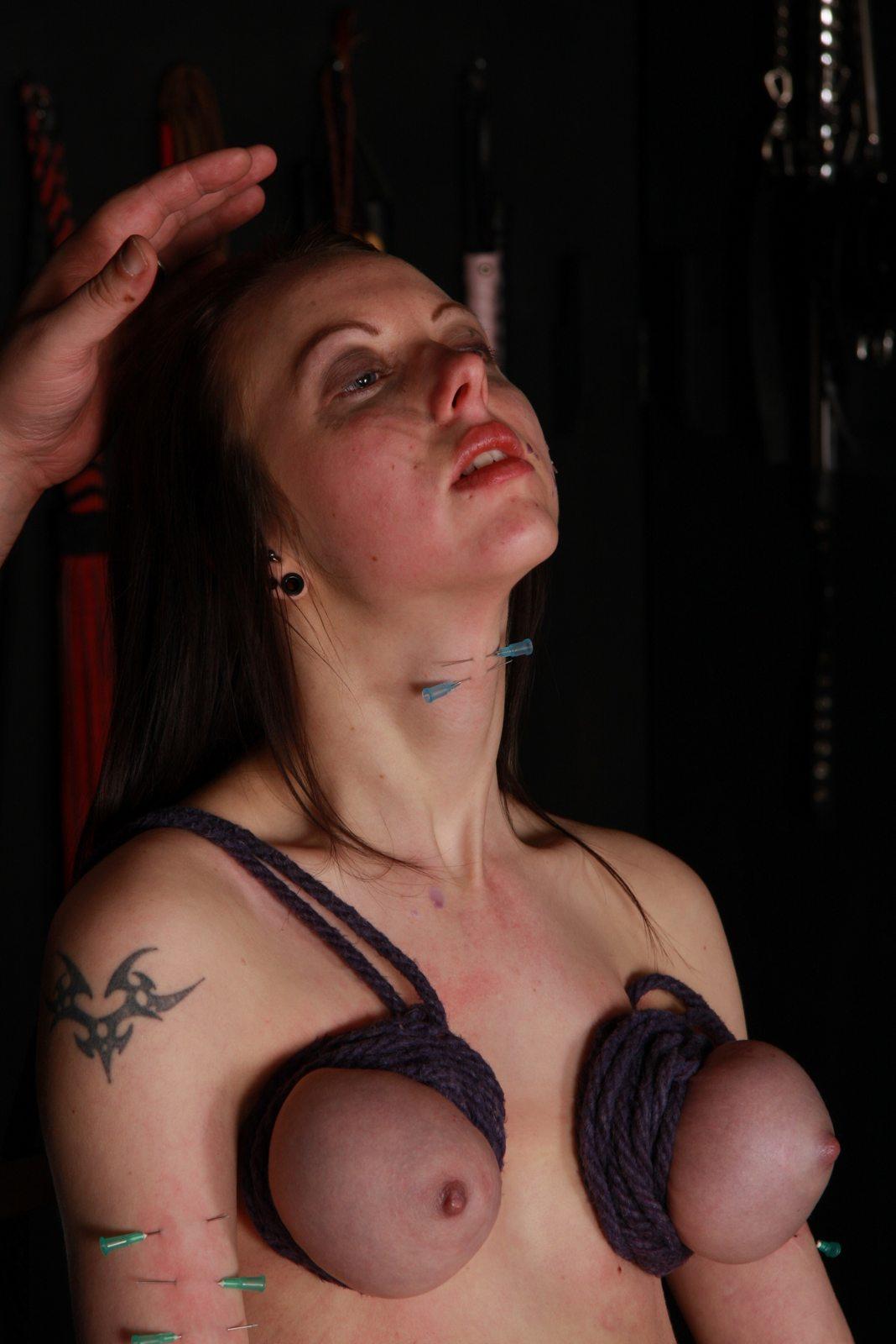 фото пытки женщин током